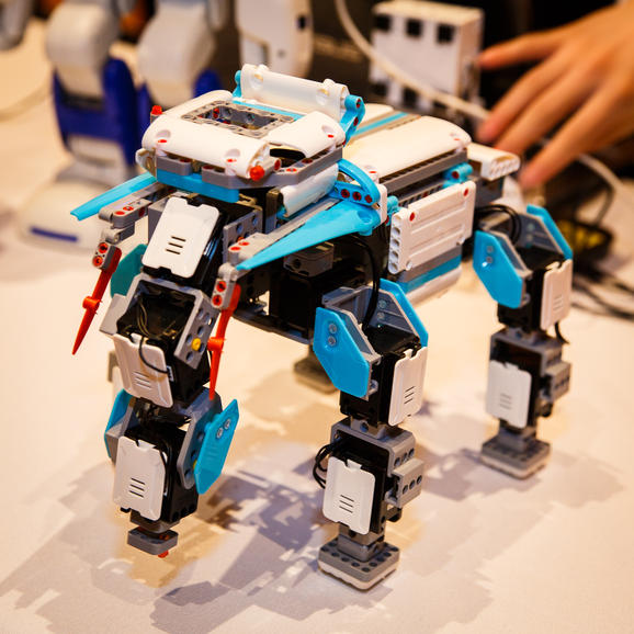 Make your own robot from digital building blocks